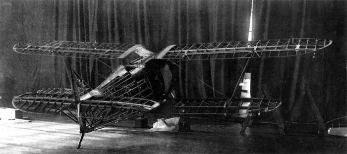 Первый опытный образец И-15 в процессе окончательной сборки до обтяжки полотном, август - сентябрь 1933 г.