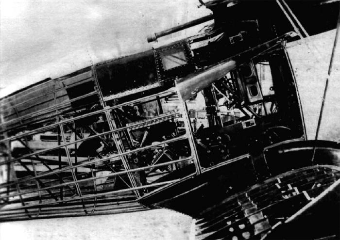 Правый борт И-15 со снятой обшивкой.