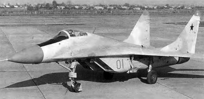 Первый опытный экземпляр истребителя МиГ-29